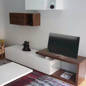 Movel Tv Onda com Estrutura em Lacao Branco e Nogueira Natural MovelTV007 2