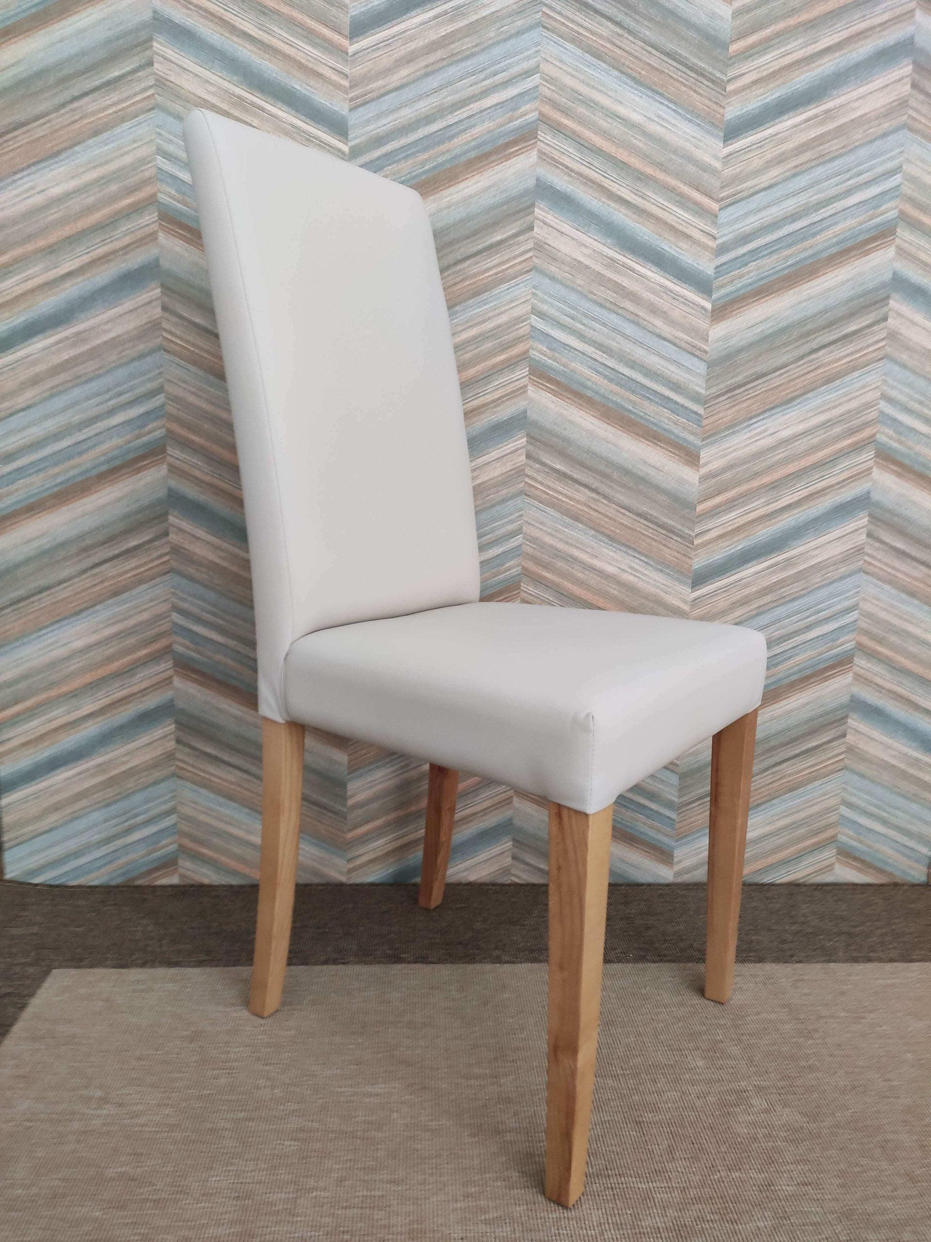 Cadeira Simply Bege em ecopele Branco e pes em Madeira 2 scaled