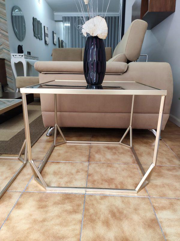 Mesa de Apoio Dourada com Tampo em Espelho Medidas 61x61x50cm 1 scaled