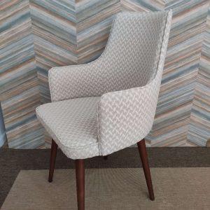 Cadeira Paris Mescla em tecido com textura bege e pes castanhos 3