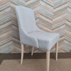 Cadeirao Nordi Ferreia tecido azul e pes carvalho cor clara 2