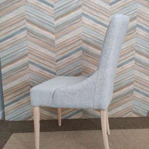 Cadeirao Nordi Ferreia tecido azul e pes carvalho cor clara 4