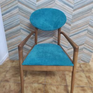 Cadeirao Nordico Turquesa com pes e bracos Madeira castanho 1