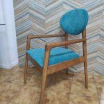 Cadeirao Nordico Turquesa com pes e bracos Madeira castanho 2 scaled
