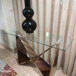 Consola com tampo de vidro e pes em metal gold rose Borboleta 2