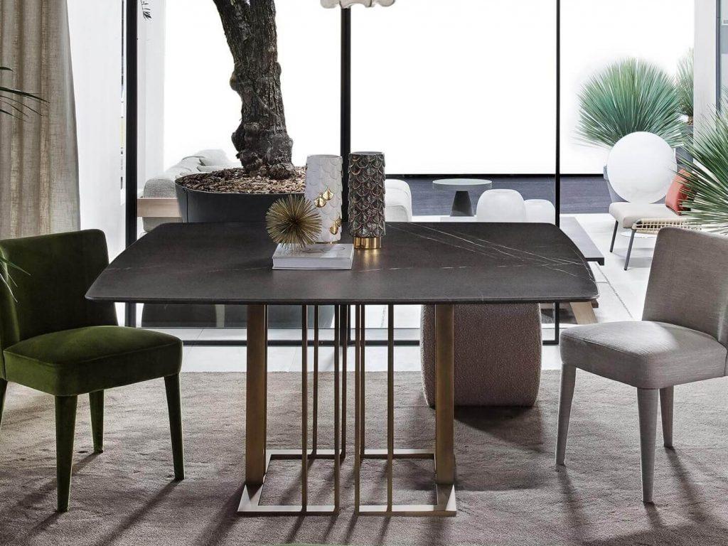 Duplexa Mesa de Jantar Quadrada com pes em metal dourado e tampo em madeira