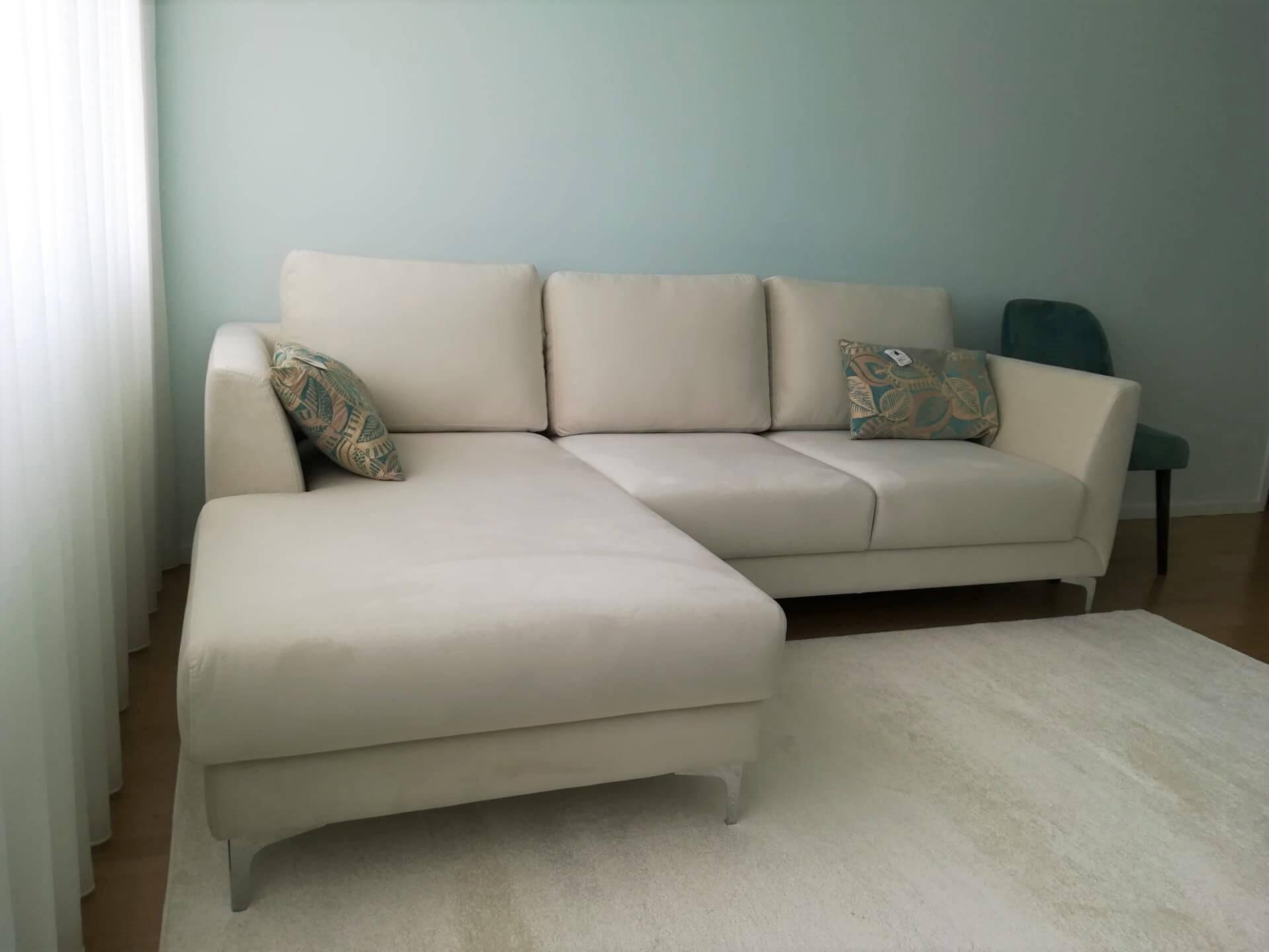 Chaise Lounge Forgan In Tecido veludado Bege e pes em inox chaise lado esquerdo 1