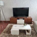 Movel Tv Catrine em nogueira castanho e lacado a branco 2 scaled
