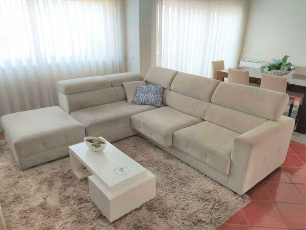 Sofa de Canto RelaxBoton Tecido Bege apoio de cabeca ajustavel e assentos deslizantes 1 scaled