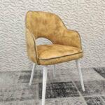 Cadeira de Bracos Mendi em tecido veludado amarelo e pes madeira pintada a branco 1