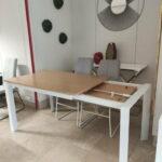 Camila Mesa de Jantar Retangular Extensivel com tampo em Carvalho castalho cor mel e pes em ferro pintado a branco 2