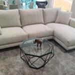 Chaise Lounge Fendy em Tecido Climatizado Bege com Cinza e Preto e Pes em Madeira 1