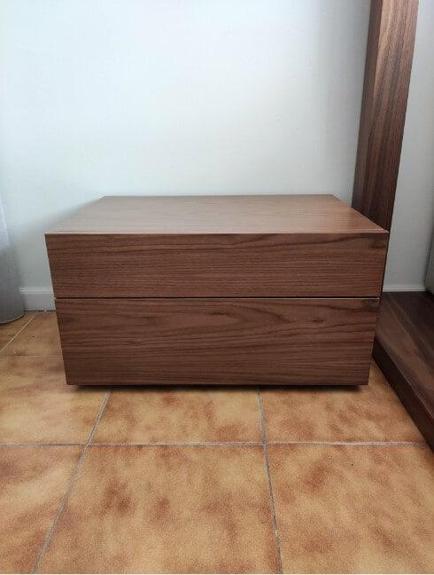 Mesa de Cabeceira Nog em nogueira com duas gavetas 3