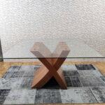 Mesa de Jantar de Vidro Quadrada com pe cruzado em Cerejeira 1