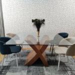 Mesa de Jantar de Vidro Quadrada com pe cruzado em Cerejeira 4