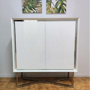 Movel Bar Branco Carina Inox lacado a branco com brilho e pes em inox 1