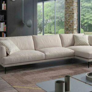 Sofa Chaise Lounge Liv Lado esquerdo em tecido bege e pes metal preto Crispalmovel 1
