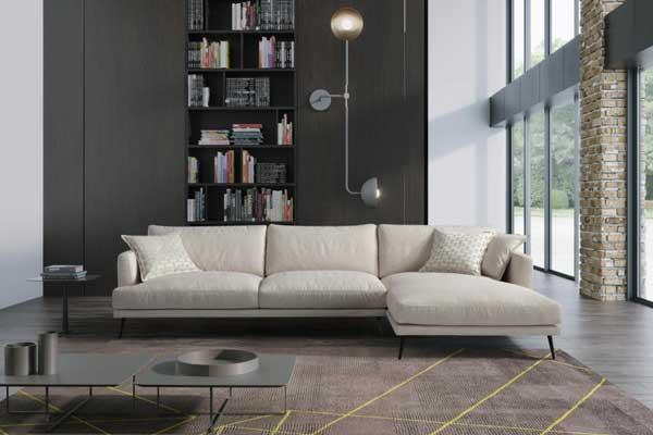 Sofa Chaise Lounge Liv Lado esquerdo em tecido bege e pes metal preto Crispalmovel 2