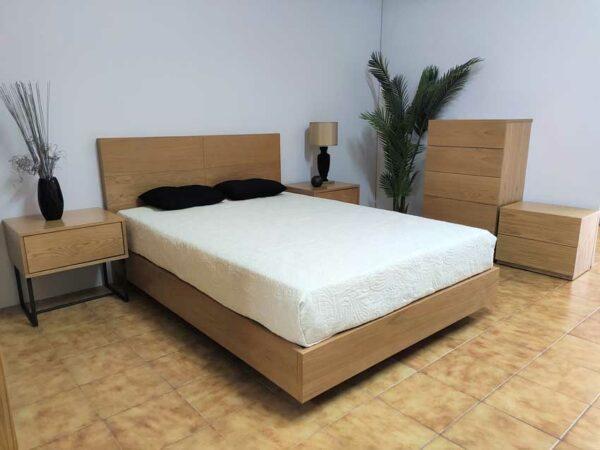 Campina Quarto de Madeira com cama de casal em carvalho cor mel mesas de cabeceira carvalho com pes pretos e camiseiro carvalho cor mel 3