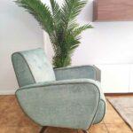 James Cadeirao Veludado tons verdes com vivo e pes em Nogueira Crispalmovel 4