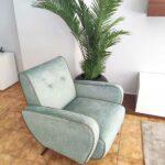 James Cadeirao Veludado tons verdes com vivo e pes em Nogueira Crispalmovel 5