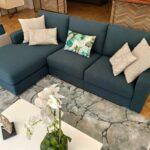Sofia Chaise Lounge Lado Direito em tecido azul e pes em inox cilindros 6
