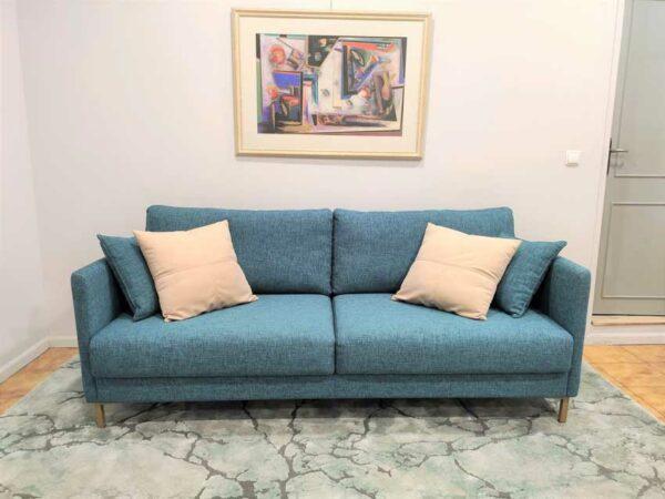 Doris Sofa de 2 lugares contemporaneo tecido azul de bracos finos e pes em inox dourado Crispalmovel 2