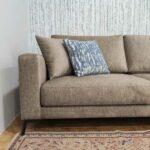 Emma Chaise lounge lado direito com tecido veludado castanho e pes finos em metal escuro Crispalmovel 3