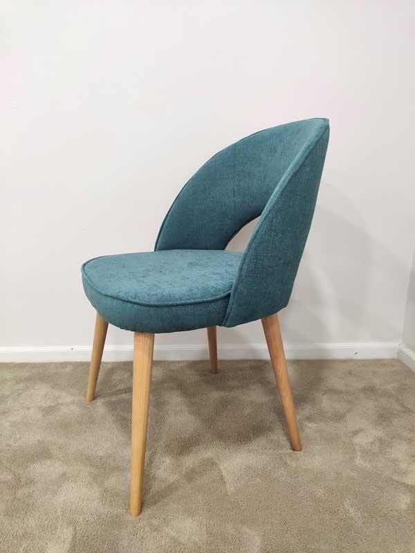 Java Cadeira Encosto aberto tecido turquesa e pes carvalho castanho claro Crispalmovel 1
