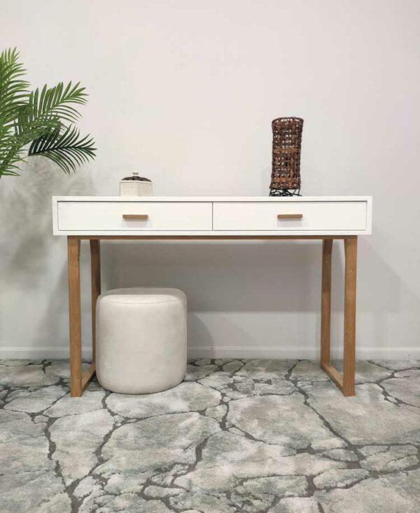 Nordi Consola de entrada com estrutura em lacado branco nas duas gavetas e pegas e pes em carvalho cor mel Crispalmovel 1