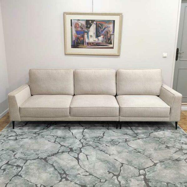 Positano Sofa de 3 Lugares com Chaise Puff tecido veludado bege com bordao e pes finos madeira pretos Crispalmovel 3