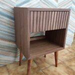Zuri Mesa de cabeceira com uma gaveta em nogueira com acabamento acrilico 2